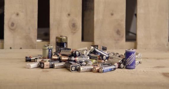 jour_de_la_terre_quebec_qc_blogue_article_trucs_astuces_ariane_arbour_green_tes_piles_appel_a_recycler